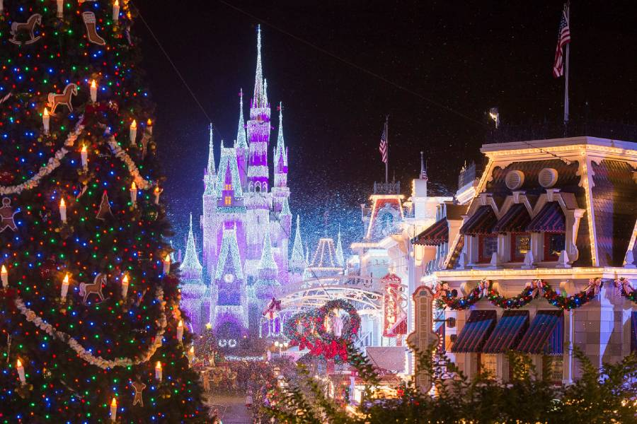 Three Holiday TV Specials to Showcase Performances from Disney Theme Parks This Christmas