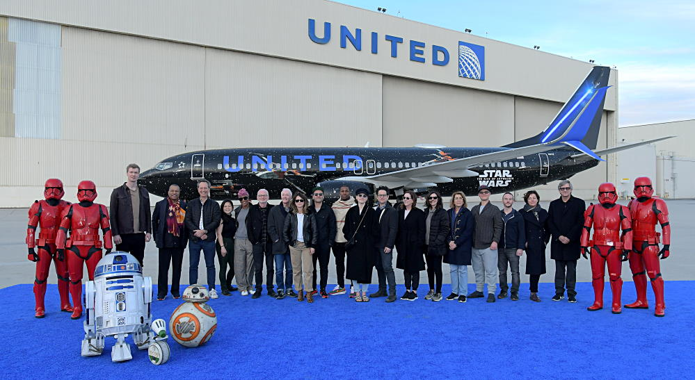 Cast Of The Rise Of Skywalker Visits United S Star Wars Themed Plane The Disney Blog