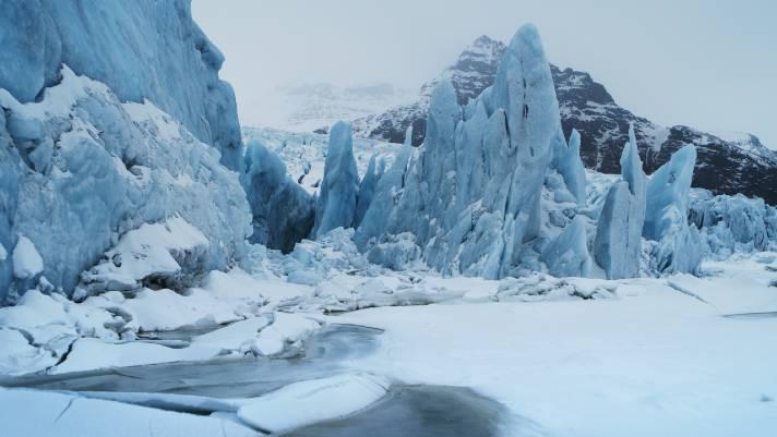 Frozen landscape of EarthMoods