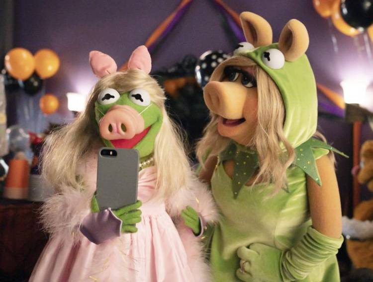 Muppets Haunted Mansion - Kermit and Miss Piggy